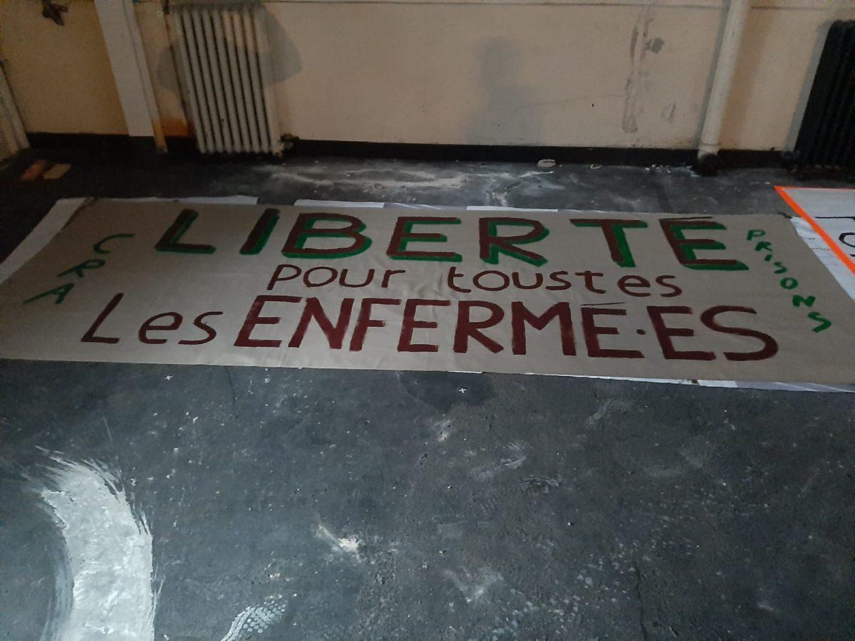 «Tu chantes pas, tu manges pas !» // témoignage des prisonnières du CRA du Mesnil-Amelot